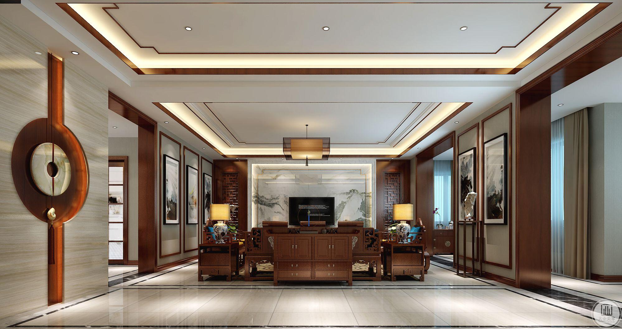 客厅是传统与现代居室风格的碰撞,设计师以现代的装饰手法和家具,结合古典中式的装饰元素,来呈现亦古亦今的空间氛围。影视墙的造型简洁现代,却在醒目位置饰以中式书法,这种绝妙的组合给人以强烈的视觉意志力,成为时尚与古典的柔媚结合。